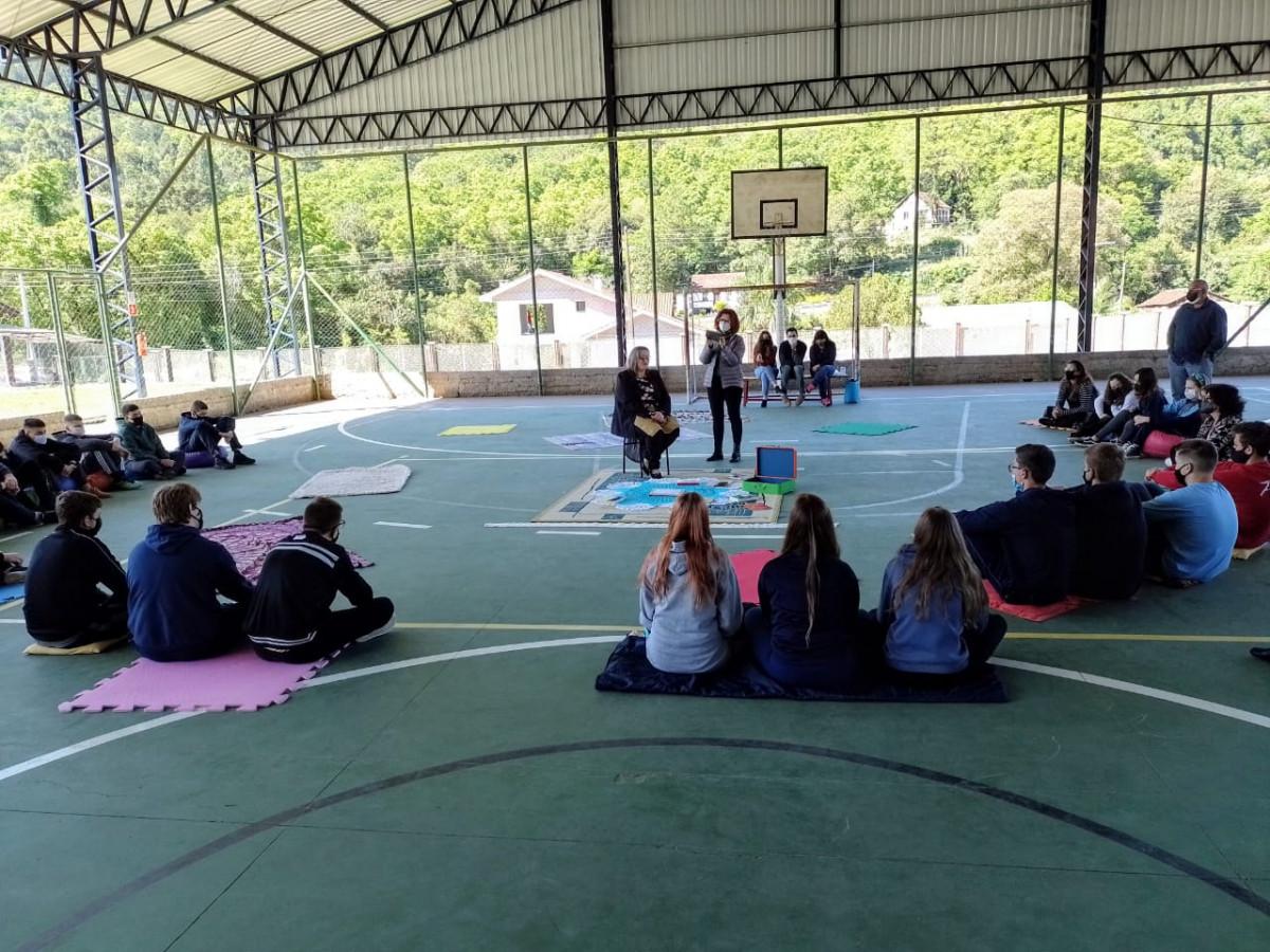Biblioteca Municipal participa do Projeto Experiência (Por)tátil- Literatura e Arte