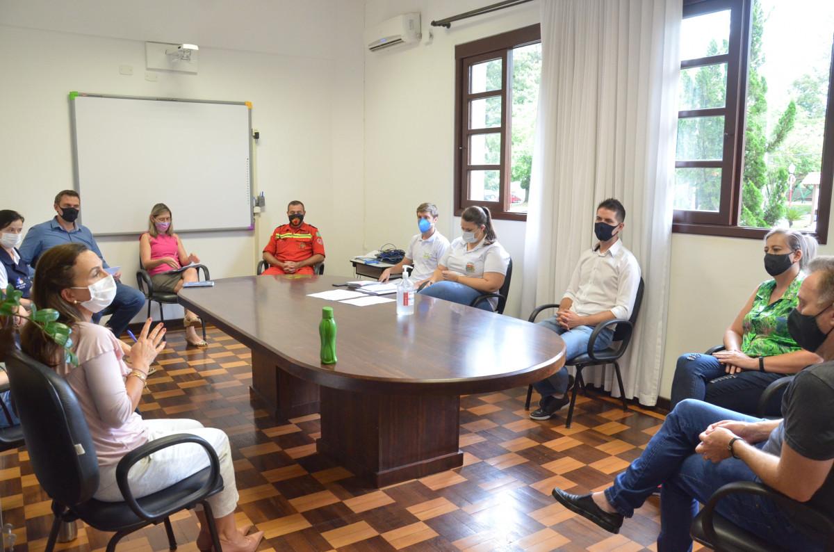 Comitê de combate ao COVID-19 se reúne com prefeito