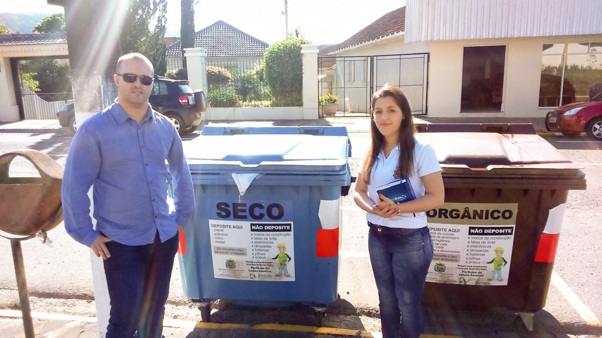 Expedição para conhecer projeto em Salvador do Sul - Secretário, Gabriel Assmann, e a Agente do Departamento de Meio Ambiente, Greice Kunrath