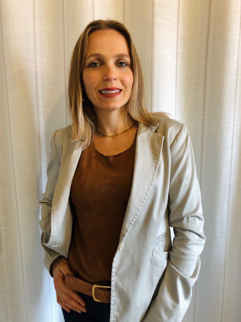 Secretária Josileni Hahn Tomazi