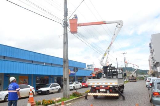 Administração Municipal investe em implantação de luminárias de Led
