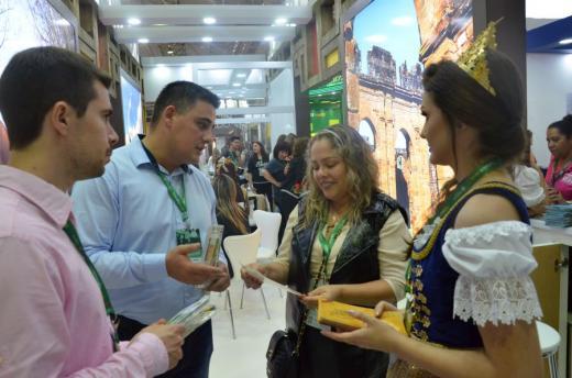 Feliz divulga rota turística na Festuris em Gramado