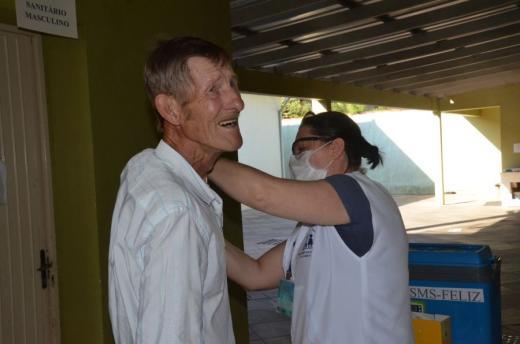 Município vacinou mais de 600 pessoas no primeiro dia de campanha e informa que não tem mais doses disponíveis