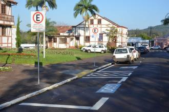 Brigada Militar fiscaliza veículos estacionados indevidamente