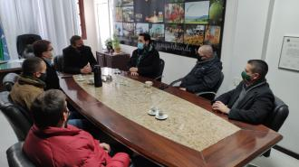 Prefeito e Vice recebe o deputado Ruy Irigary para discutir demanda de pavimentação