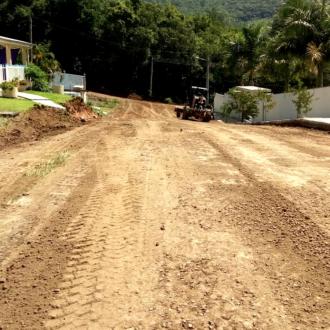 Prefeitura prepara Rua das Hortênsias para receber pavimentação