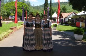 Tempo bom e calor marcaram o primeiro final de semana da Festa da Amora e Morango